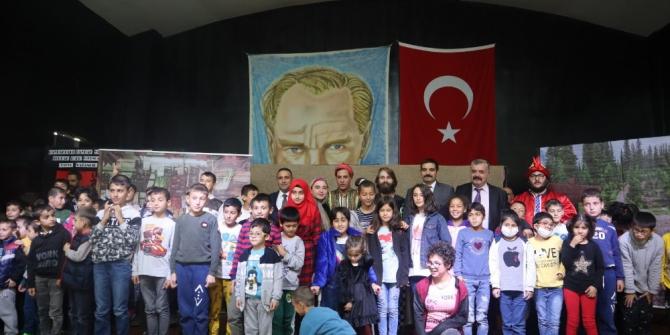 Ülkü Ocakları, Saray Çocuk Evleri Sitesi'nde tiyatro sahneledi