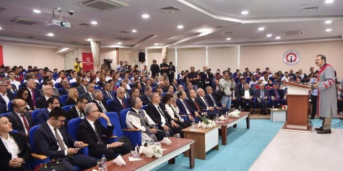 İskenderun Teknik Üniversitesi'nden, TOBB Başkanı Hisarcıklıoğlu'na fahri doktora