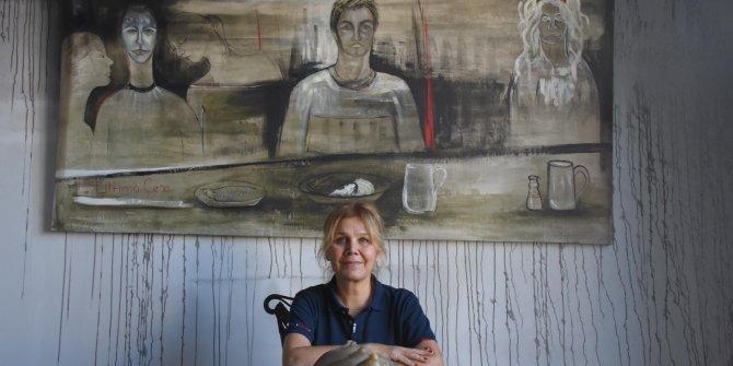 Tarihi Kardıçalı Hanı'nın yanan duvarlarında resim sergisi açtı