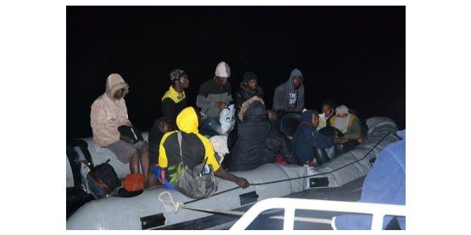 Kuşadası açıklarında 15 kaçak göçmen yakalandı