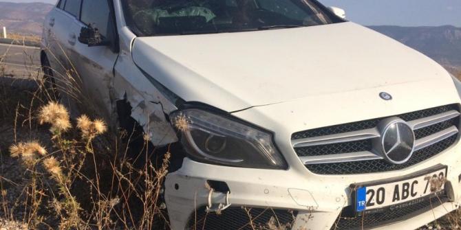 Denizli'de 2 otomobil çarpıştı, karı koca yaralandı