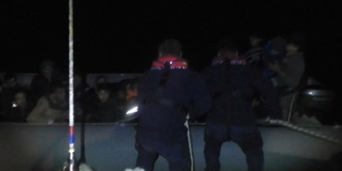 Balıkesir açıklarında 32 düzensiz göçmen yakalandı