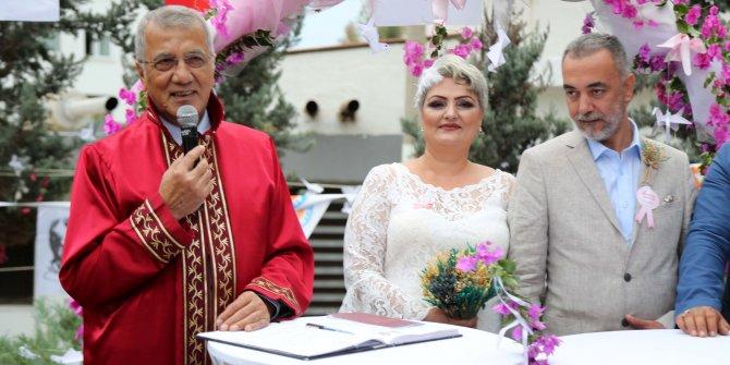 'Kansere farkındalık' nikahı