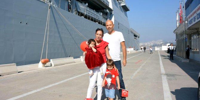 Milli savaş gemileri, İzmir'de ziyarete açıldı