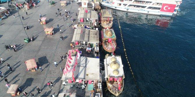 (havadan fotoğrafla)  - İBB'den Eminönü'nde balık ekmek satan tekneleri kaldırma kararı