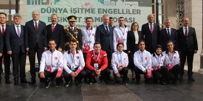 Dünya İşitme Engelliler Bisiklet Şampiyonası start aldı