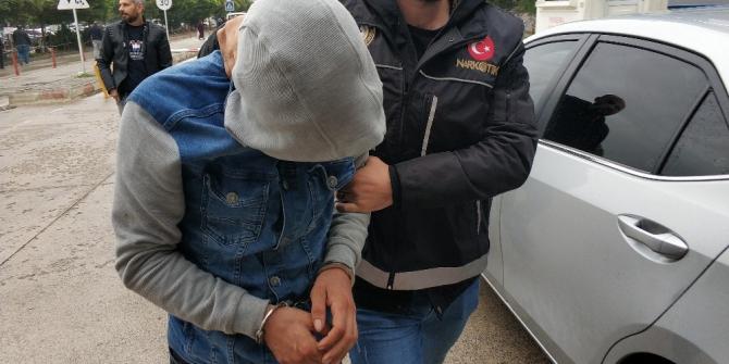 Bonzai ve 300 uyuşturucu hapla yakalandı