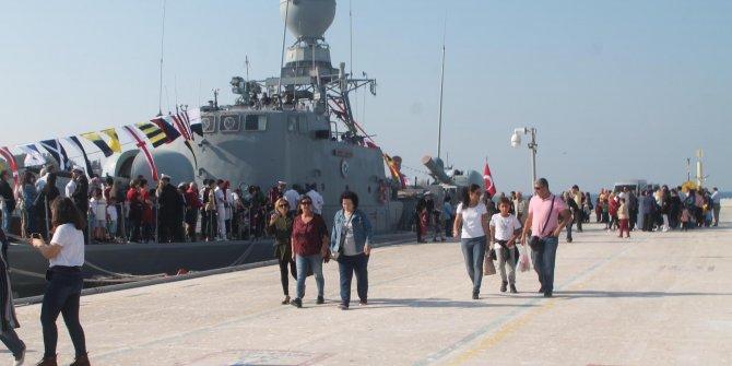 'TCG Tayfun' hücumbotu Kuşadası'nda ziyarete açıldı