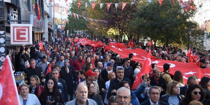 Eskişehir'de 10 bin kişiyle Cumhuriyet yürüyüşü