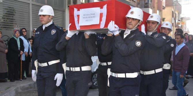 Meslektaş eşi tarafından öldürülen polis ve annesi, toprağa verildi