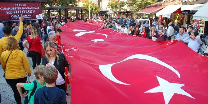 Denizli'de 5 bin kişiyle 'Cumhuriyet Bayramı' yürüyüşü