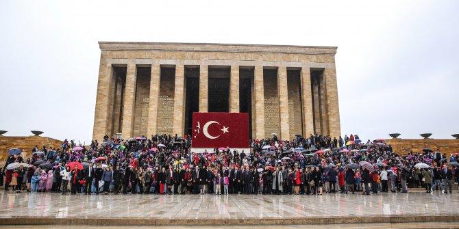 2 bin 500 öğrenciden Ata'ya ziyaret