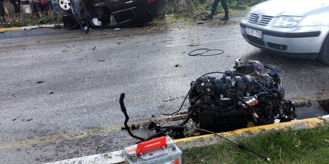 Ağaca çarpan otomobil ters döndü, motoru yerinden fırladı