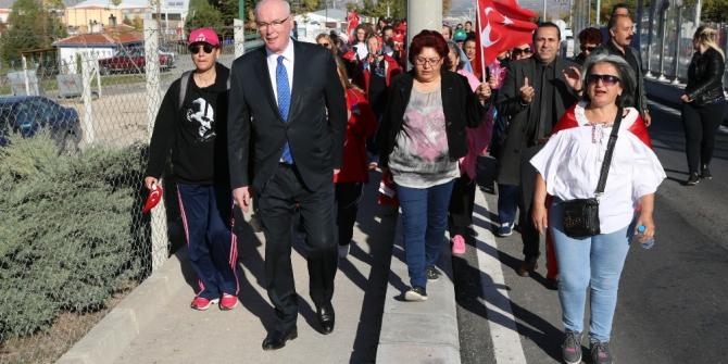 75. Yıl Mahallesi Atatürk için yürüdü