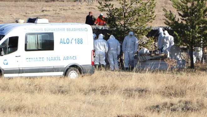 Antalya'da siyanür sonucu hayatını kaybeden Şimşek ailesi yan yana toprağa verildi