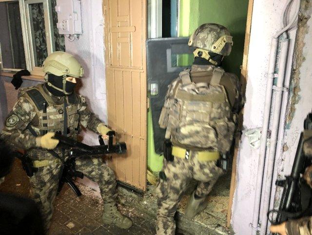 Bursa'da şafak operasyonu! Narkotik polisleri evleri didik didik aradı