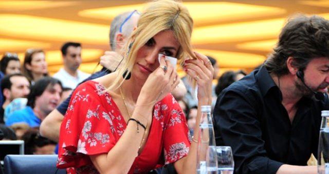 Çağla Şıkel, canlı yayında gözyaşlarını tutamadı