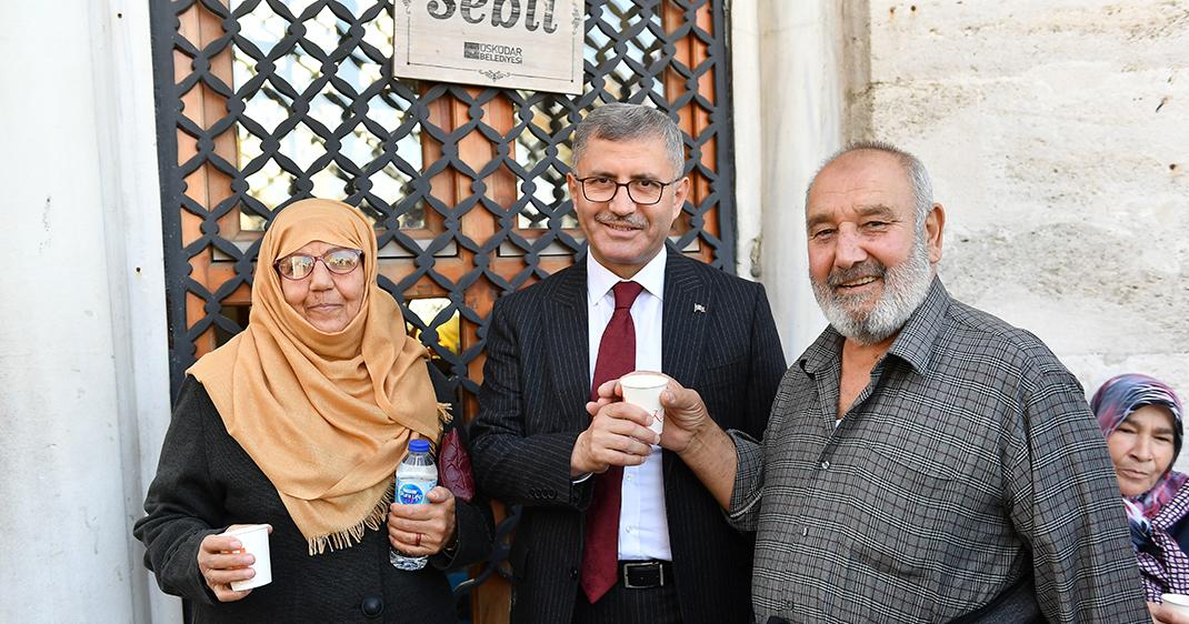 Üsküdar'da Mevlit Kandili dolayısıyla şerbet dağıtımı gerçekleşti