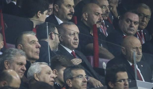 Cumhurbaşkanı Erdoğan, Milliler'i tribünden destekledi