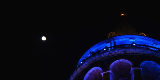 Galata Kulesi 'Dünya Diyabet Günü' nedeniyle maviye büründü