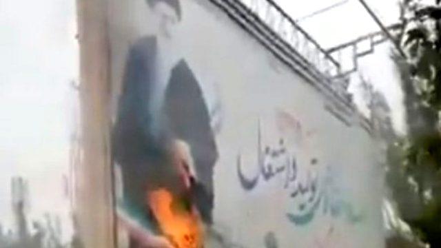 """İran'da protestolar devam ediyor! """"Harmaney'e ölüm"""" sloganları yükseliyor..."""