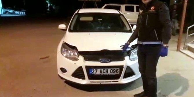 Otomobil farının arkasından uyuşturucu çıktı