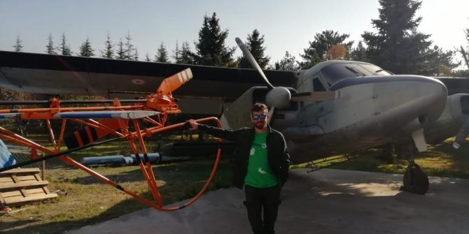 'Skydiving' sporu yapan paraşütçüyü düşüyor sandılar