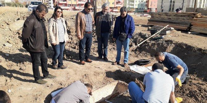 Çorum'da yol çalışması sırasında 2 bin yıllık lahit bulundu