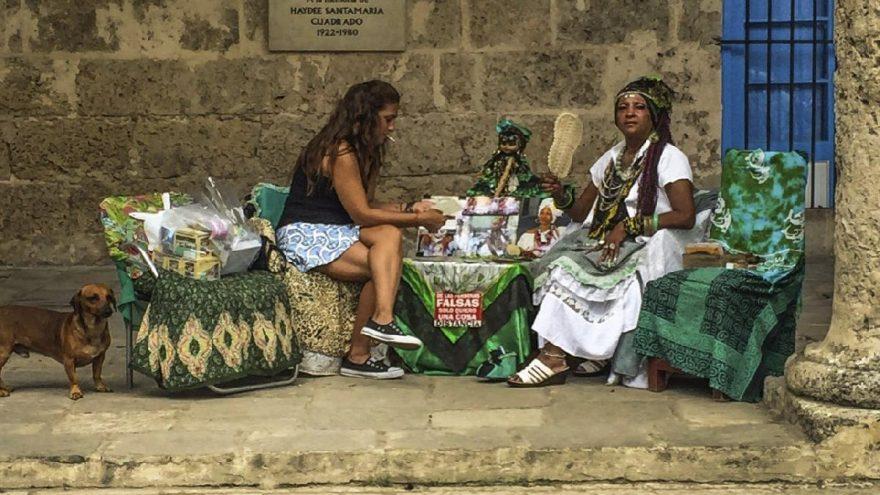 Uzaktaki Yalnız Küba Sergisi sanatseverlere açıldı