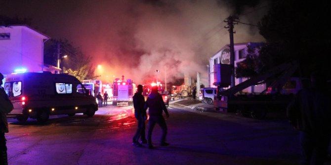 Tamirhane yangınında 13 araç zarar gördü
