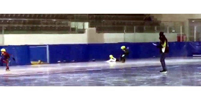 Buz pateni yarışmasında bacağı kırılan Ecrin'e hastanede madalya