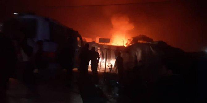 İdlib'in kuzeyindeki mülteci kampına roket saldırısı: 10 ölü