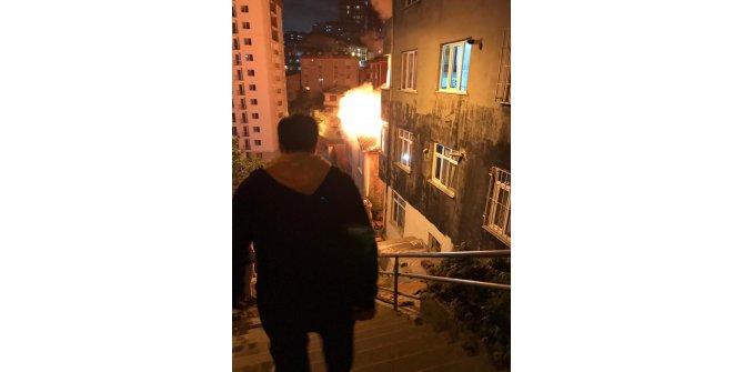 Kağıthane'de 4 katlı binada yangın