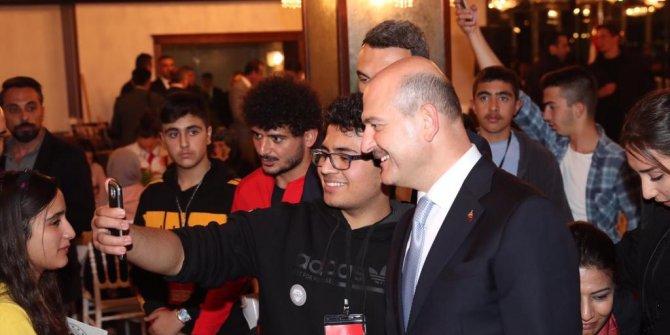 Bakan Soylu, 'Yarın Çok Genç Olacak' projesinde sporcularla buluştu