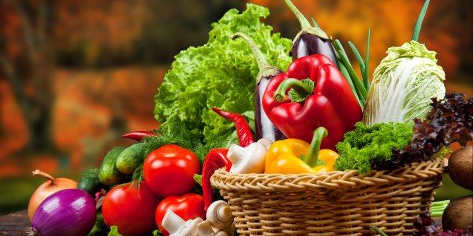 Kırmızı besinler A ve C vitamini, yeşiller potasyum zengini