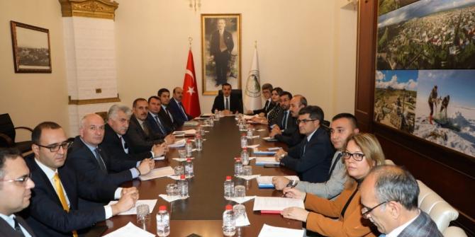 Vali Türker Öksüz, il müdürleriyle buluştu