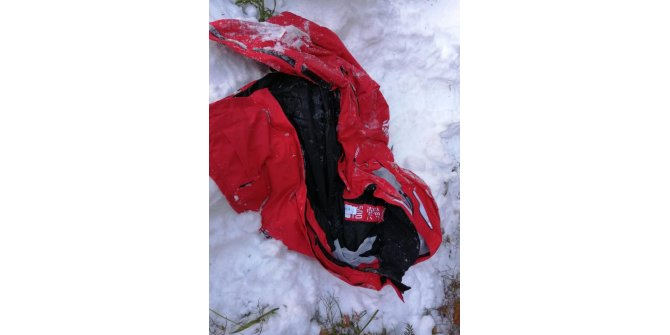 Uludağ'da kayıp dağcılardan Efe Sarp'ın kırmızı montu bulundu (2)