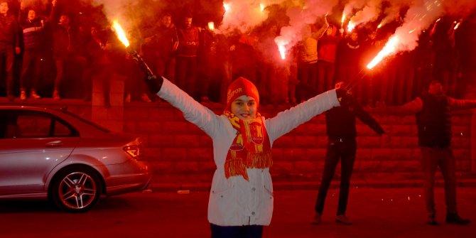 Kayserisporlu taraftarlar, Çaykur Rizespor maçı öncesi futbolculara destek verdi