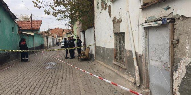 Konya'da 2 katlı kerpiç ev çöktü: Babaanne ve 2 torunu öldü (5)