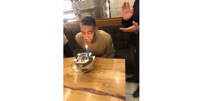 Dünyanın en uzun adamına doğum günü sürprizi