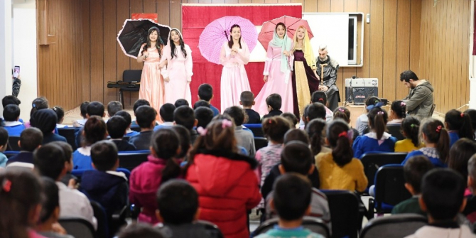 Büyükşehir'den çocuklara tiyatro gösterimi