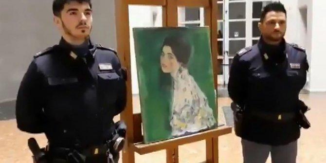 22 yıl önce çalınan tablo 'duvar'dan çıktı