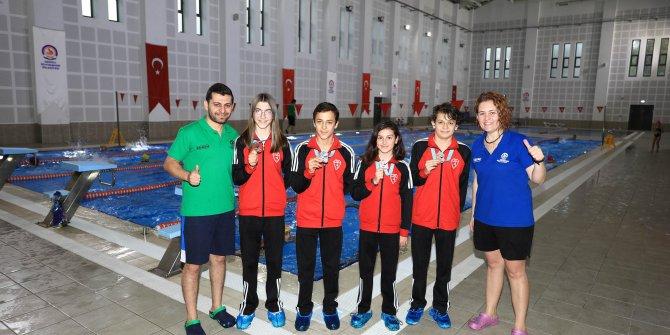 Denizlili yüzücüler 4 madalyayla döndü