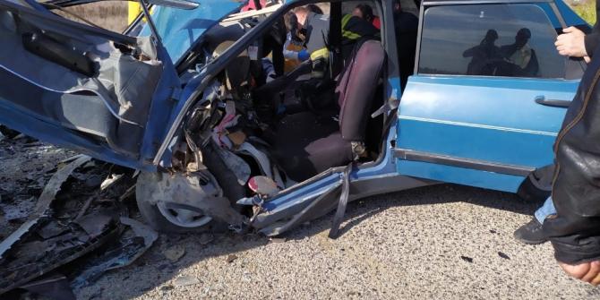 Adana'da iki otomobil kafa kafaya çarpıştı: 1 ölü, 2 yaralı