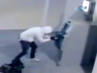 ATM'yi bomba ile patlatan hırsız