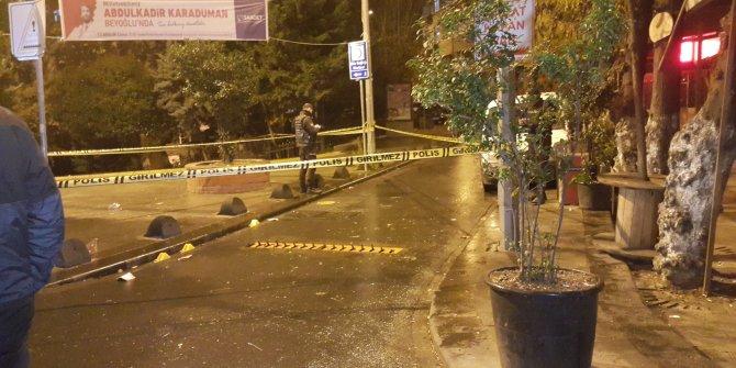 Motosikletli saldırganlar parkta oturan gençlere kurşun yağdırdı: 2 yaralı