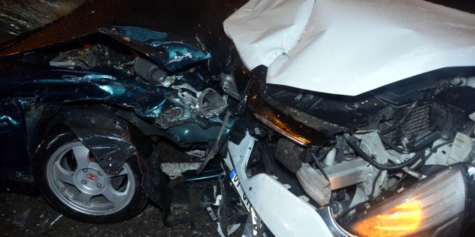 Hasarlı kaza tutanağı tutan sürücülere otomobil çarptı: 6 yaralı