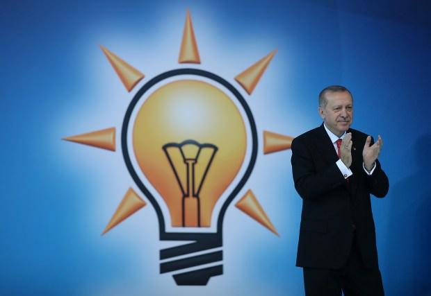 AK Parti'de 10 il başkanı ile 50'den fazla ilçe başkanı istifa ettirildi!