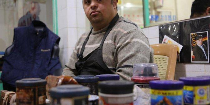 Down sendromlu Ramazan, 17 yıldır ayakkabı boyuyor
