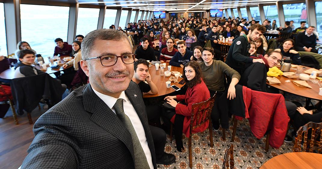 Valide Sultan bu hafta Haydarpaşa Anadolu Lisesi'ni ağırladı